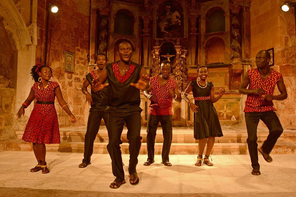 IRRATIEN TARTEA: Ugandako gospel musika, Amaiurko gaztelua eta pilotari profesionalak