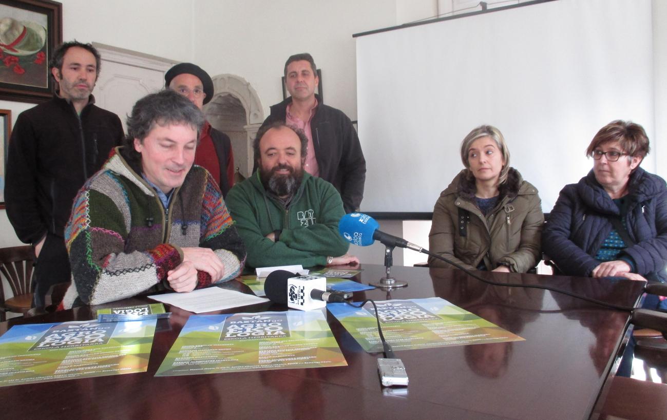 IRRATIEN TARTEA: agroekologia eskola, euskaraz erosteko kanpaina eta 'Zaindari ikusezina'