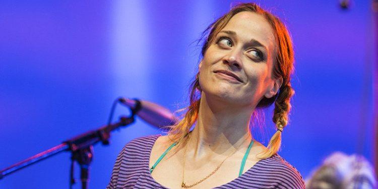 """ADI – Fiona Apple: 8 urte eta """"Fetch the Bolt Cutters"""" disko bikaina plazaratzen du"""