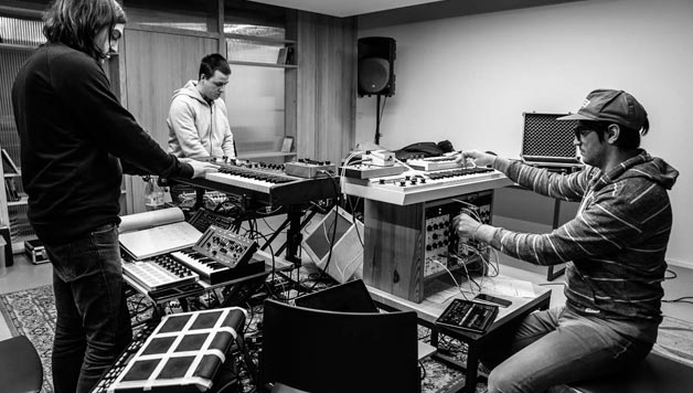 PIPERPOLIS: Testura taldearen musika entzun  dugu Ander Mujikarekin batera
