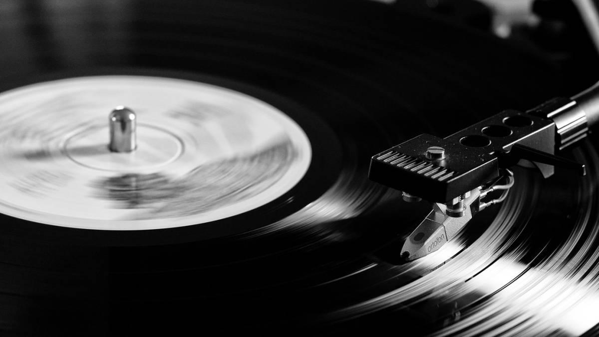 Hiru kortxea : Musika albiste eta nobedadeen errepasoa