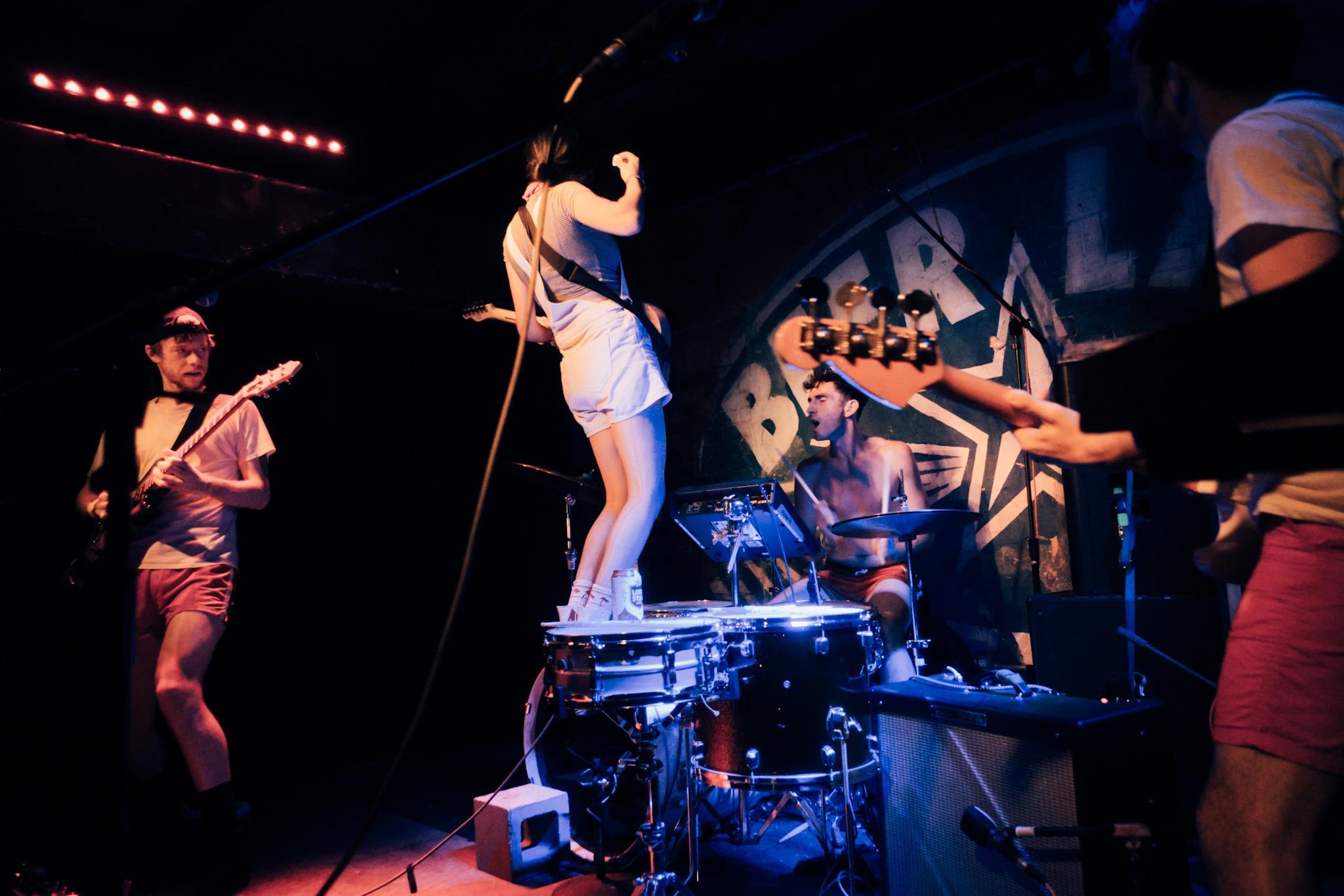 ADI – Illuminati Hotties, indie rock underground gainditzalea